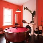 Circular pool table