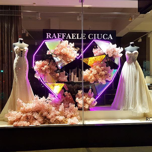 Bridal store window displauy